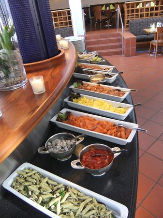 Radisson Blu Royal Garden Hotel, Trondheim: Side dishes on cold table