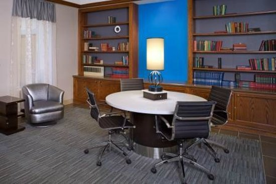 DoubleTree by Hilton Hotel Chicago Wood Dale - Elk Grove: Library