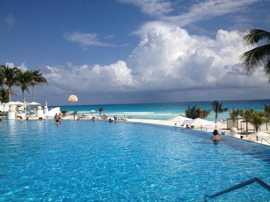 Le Blanc Spa Resort:                                                                         Poolside at Leblanc