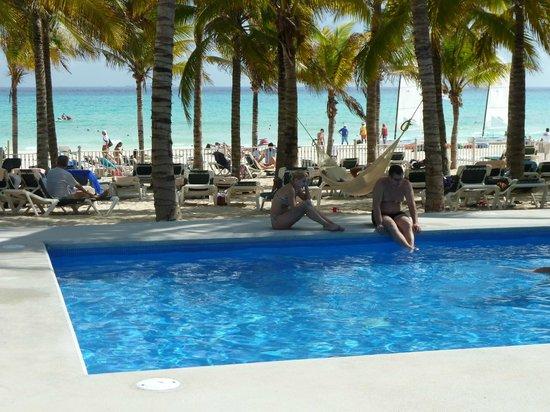 Hotel Riu Lupita:                   piscine de la plage nouvelle depuis décembre 2012