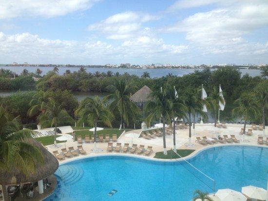Le Blanc Spa Resort:                                                                         2nd pool facing lagoon