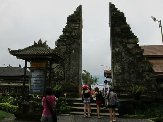 Ulun Danu Temple:                   main entrance