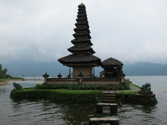 Ulun Danu Temple:                   the temple