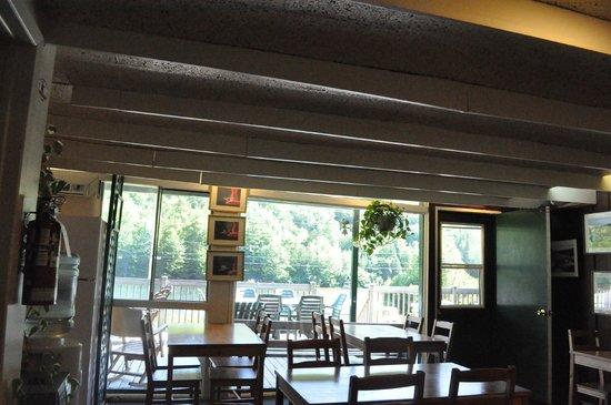 هوتل - موتل لو بواس دو لاك:                                     view from breakfast space                                 