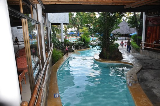 Travellers Beach Hotel & Club:                   Pool innen