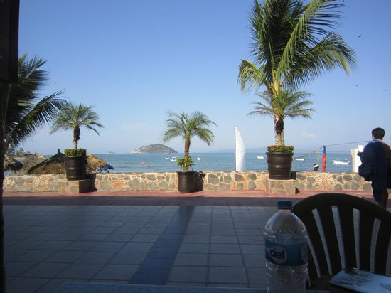 Hotel Decameron Los Cocos:                                     The view from the snack bar