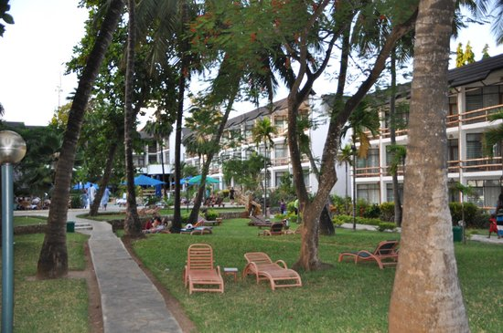 Travellers Beach Hotel & Club:                   Garten