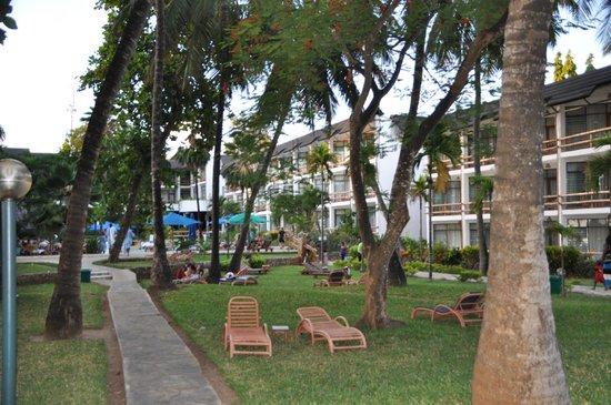 Travellers Beach Hotel & Club:                   Garten                 