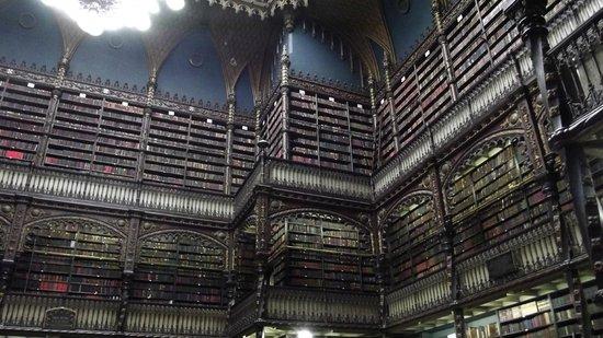 Real Gabinete Portugues Da Leitura :                                                                         interior todo en madera