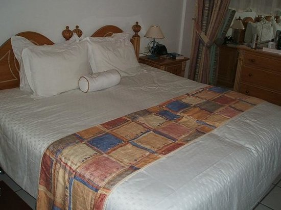 Santa Barbara Golf & Ocean Club:                   Our comfy bed