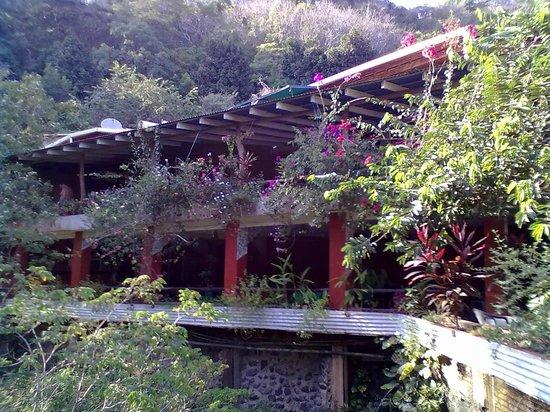Hotel La Cascada:                                     l'hotel visto dall'esterno