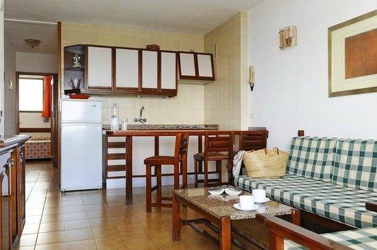 Apartamentos Gelimar: Livingroom