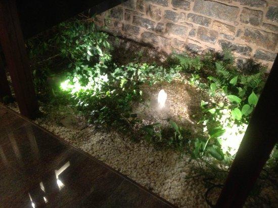 Hotel Riberies:                   Petite fontaine dans le hall (avec joli bruit de l'eau)