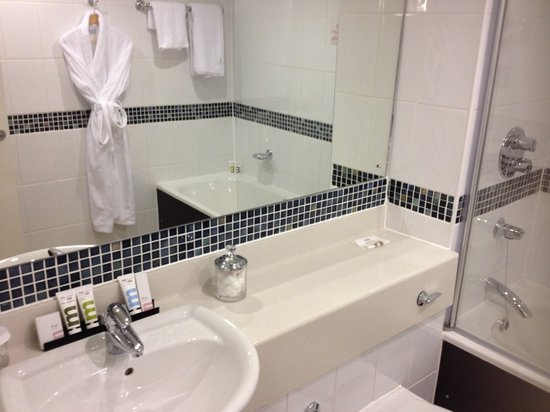 Mercure Manchester Piccadilly Hotel:                   Riley suite bathroom
