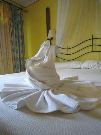 Melia Cayo Santa Maria: Lovely room decor by our maid :)
