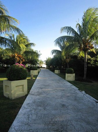 Melia Cayo Santa Maria: the walk to the Pueblo las Dunas next door