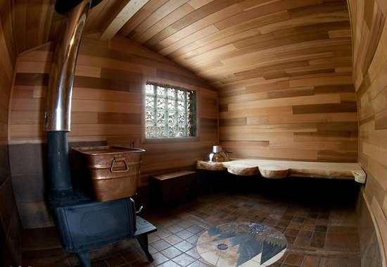 Ultima Thule Lodge: Cedar sauna house and self-spa