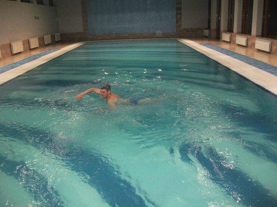Hotel Russia :                   в бассейне