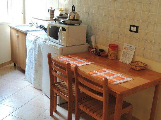 Fiore di Girgenti:                                                                         kitchen & dining arrange
