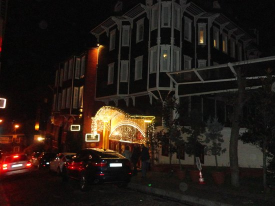 Amiral Palace Hotel:                   The hotel in the night