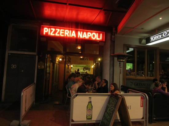 Pizzeria Napoli : Outside sign