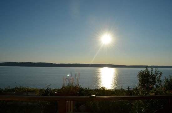 Camano Island Inn: View from deck outside our room towards dusk.