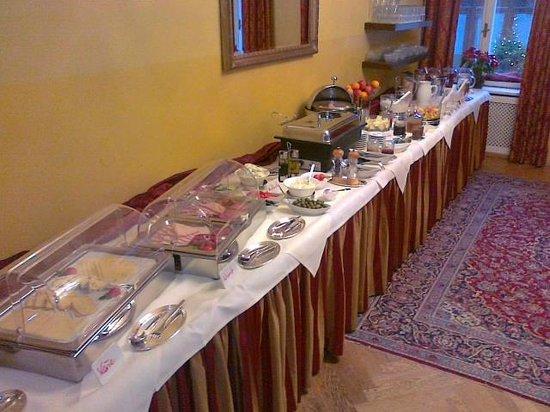 Hotel Wolf-Dietrich: Solo parte della meravigliosa colazione al Wolf Dietrich