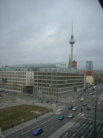 Novotel Berlin Mitte:                                     Dalla finestra...