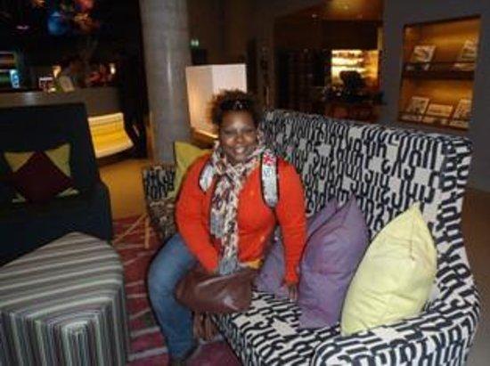 Aloft London Excel:                                                       Hotel lobby