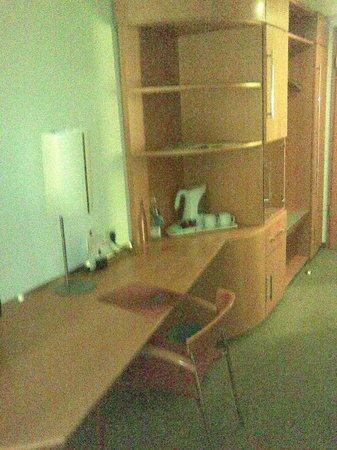 Novotel Mainz: Arbeitsbereich im Zimmer