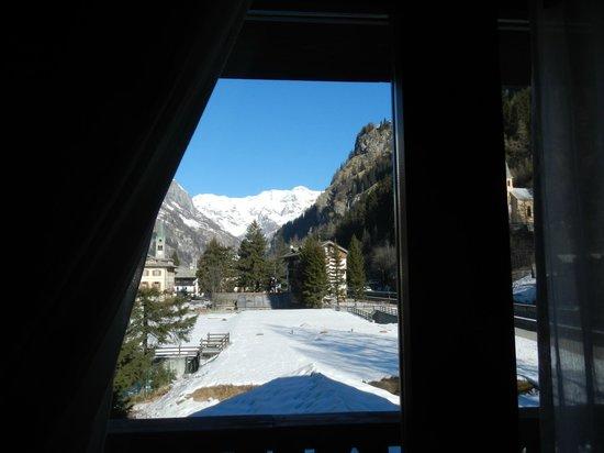 Hotel Gressoney:                                     Vista Monte Rosa dalla camera