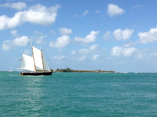 Key West Bayside Inn & Suites:                   Boat sailing by....