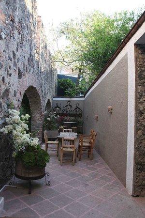 La Casa del Atrio: Desayuno en el jardín