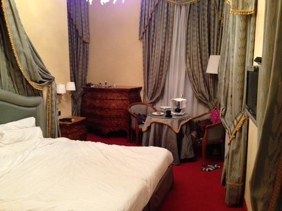Hotel al Ponte dei Sospiri:                   lovely curtains, lovely view but tiny and despite the description certainly no