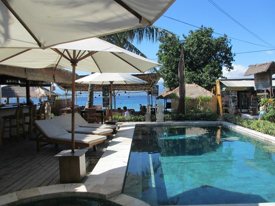 Pesona Beach Resort & Spa:                   Pool and Main Bar area