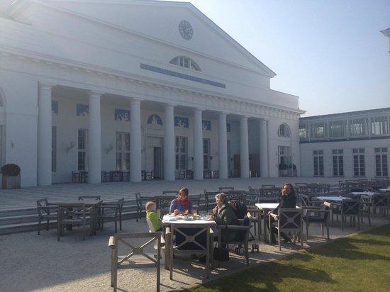 Grand Hotel Heiligendamm: Frühstücksplatz im Sommer