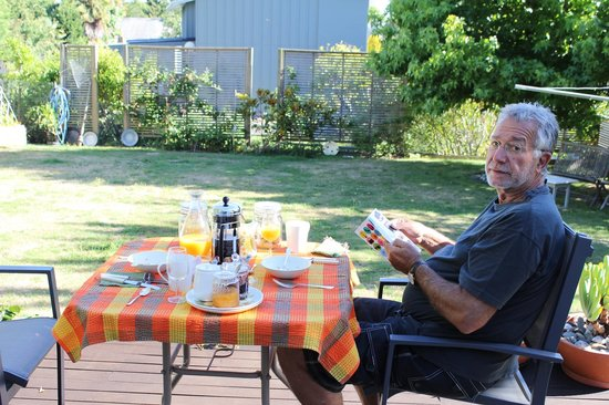 Ah house, Nelson City B&B:                   Breakfast on the deck