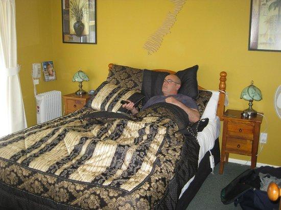 Ash Grove Motel :                   the bedroom
