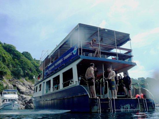 Freedom Divers Phuket:                   デイトリップのボートです