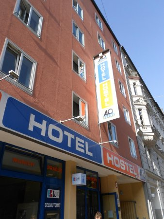 A&O München Hauptbahnhof: Front of hotel