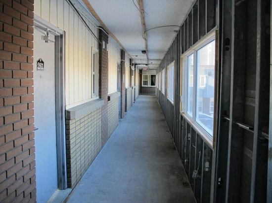 Econo Lodge Downtown: Outside