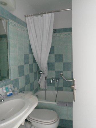Myconian K Hotels:                   nice bathroom