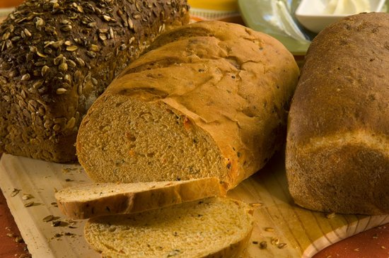 Canyon Breeze Restaurant: Freshly baked healthy breads from our own kitchen