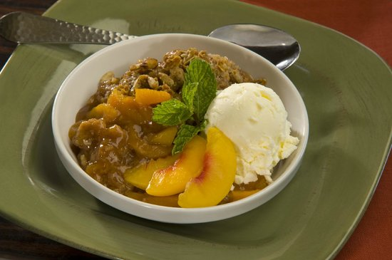 Canyon Breeze Restaurant at Red Mountain Resort: Housemade Peach Cobbler