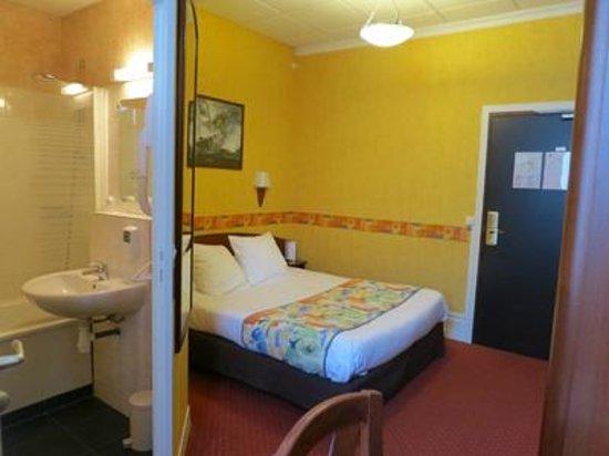 Inter-Hotel Terminus :                   シングルの部屋 バスタブ付きです