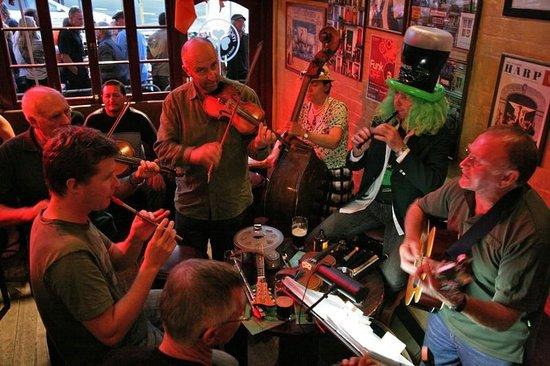 McMorrissey's Irish Pub & Eatery
