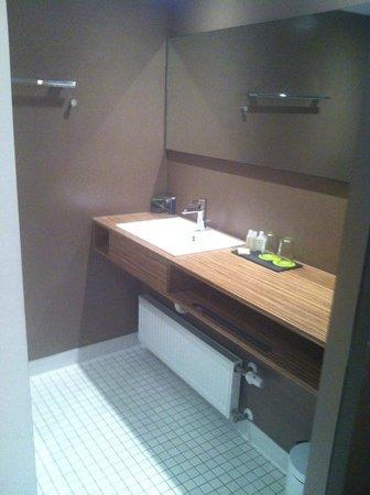 H'Otello H'09 : bathroom