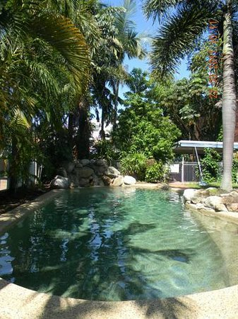 Reef Backpackers: By the tropical plants, sunbake and chill at the waterfall!
