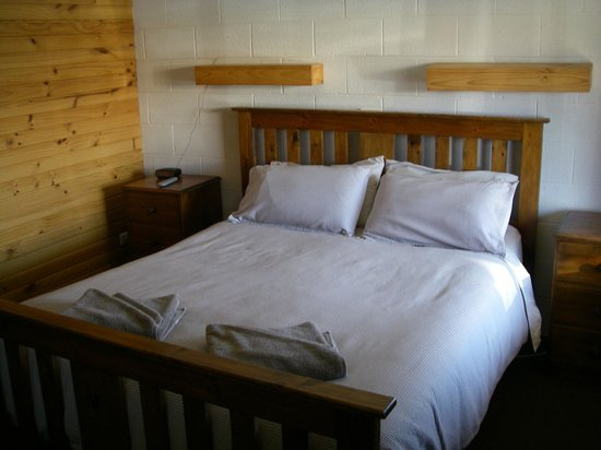 Central Highlands Lodge:                                     Main Bed