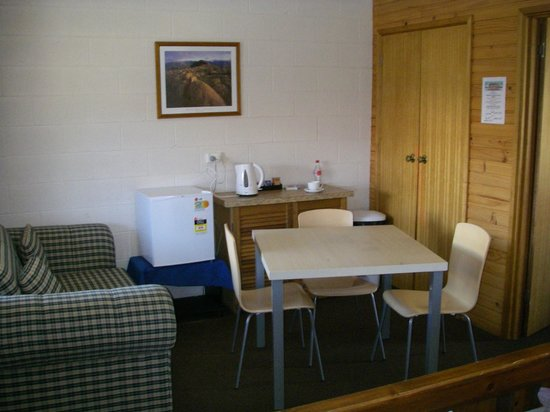 Central Highlands Lodge:                                     Kitchen area / table